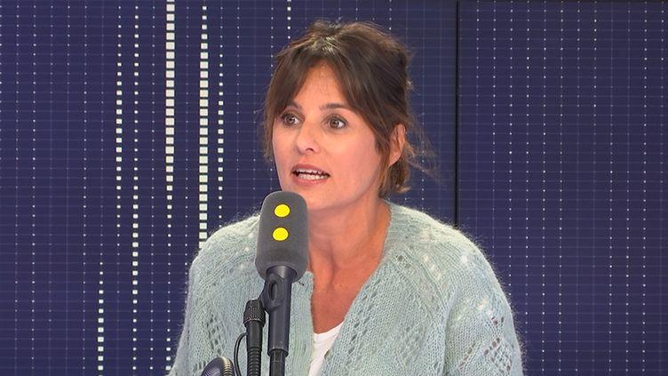 """L'animatrice Faustine Bollaert démarre sa deuxième saison à la présentation de """"Ça commence aujourd'hui"""" sur France 2, une quotidienne fortement inspirée par l'animateur Jean-Luc Delarue. (FRANCEINFO / RADIOFRANCE)"""
