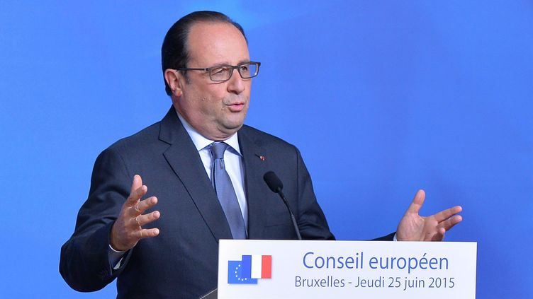 François Hollande lors d'une conférence de presse, durant un sommet européen à Bruxelles (Belgique), le 25 juin 2015. (DURSUN AYDEMIR / ANADOLU AGENCY / AFP)