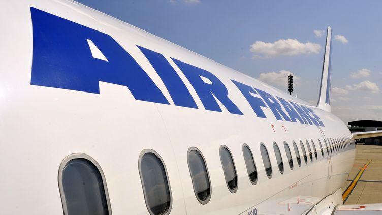 Un avion d'Air France sur le tarmac de l'aéroport de Roissy, en février 2017. (SERGE ATTAL / ONLY FRANCE / AFP)
