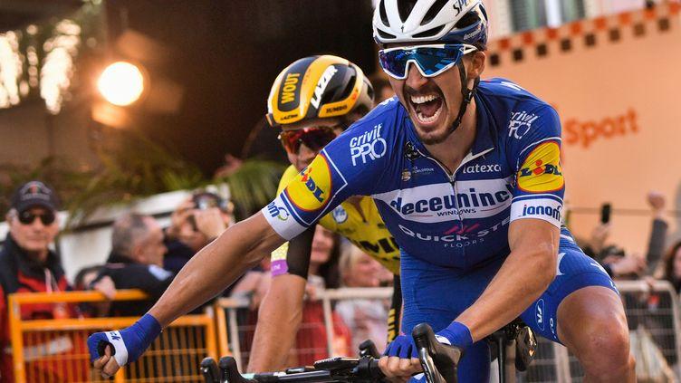 Le cycliste français Julian Alaphilippe remporte la 110e édition de Milan-San Remo, le 23 mars 2019. (MARCO BERTORELLO / AFP)