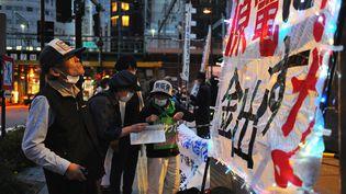 12 mai 2021. Fukushima, Japon. Des manifestants protestent contre la proposition de la compagnie d'électricité de Tokyo (TEPCO) qui a annoncé qu'elle allait rejeter dans l'océan Pacifique plus d'1 million de tonnes d'eau contaminée. (DAVID MAREUIL / ANADOLU AGENCY VIA AFP)