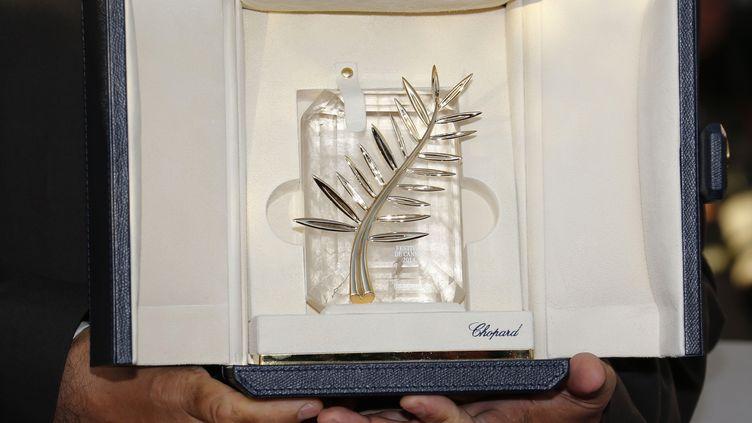 La Palme d'or dans les mains du réalisateurNuri Bilge Ceylan, le 24 mai 2014, au festival de Cannes. (? REGIS DUVIGNAU / REUTERS / X00095)