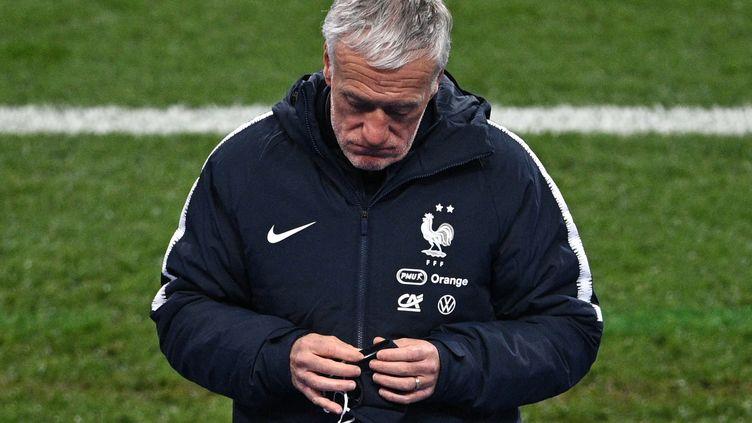 Derrière le masque, la moue de Didier Deschamps au coup de sifflet final. (ANNE-CHRISTINE POUJOULAT / AFP)