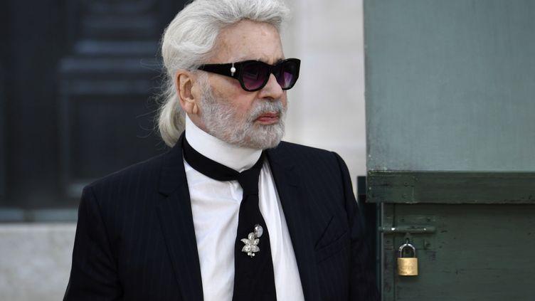 Karl Lagerfeld au Grand Palais à Paris, le 3 juillet 2018. (ALAIN JOCARD / AFP)