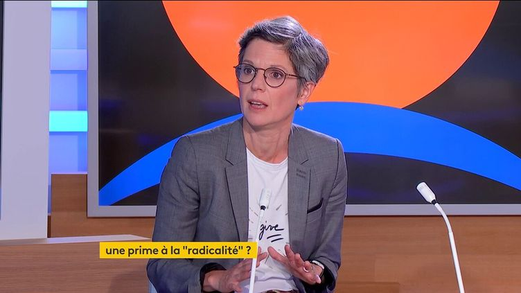 Sandrine Rousseau, candidate à la primaire écologiste, sur le plateau de franceinfo à Paris le 21 septembre 2021. (FRANCEINFO)