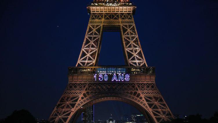 La Tour Eiffel fête ses 130 ans. (ZAKARIA ABDELKAFI / AFP)