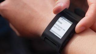 La montre connectée Pebble, qui utilise la technologie d'encre électronique pour limiter sa consommation d'énergie. (PEBBLE)