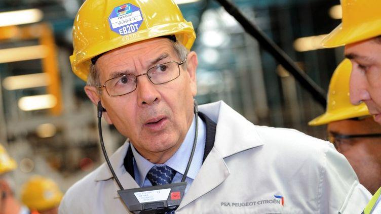 Le président du directoire de PSA Peugeot Citroën visite l'usine de Douvrin (Pas-de-Calais), lundi 8 octobre. (PHILIPPE HUGUEN / AFP)