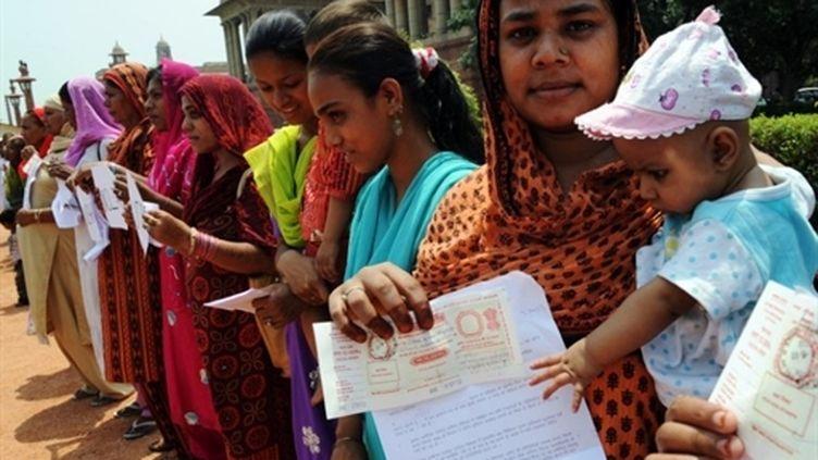 Des survivants de la catastrophe de Bhopal manifestent devant les bureaux du Premier ministre à New Delhi (5 avril 2010) (AFP / Prakash Singh)