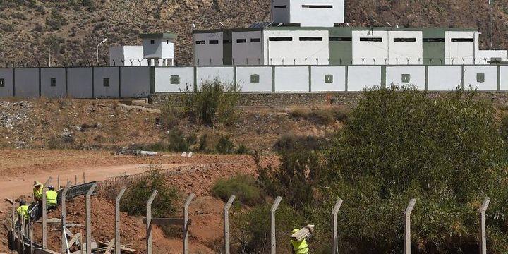 Construction d'un mur le long de la frontière entre le Maroc et l'Algérie. (FADEL SENNA / AFP )