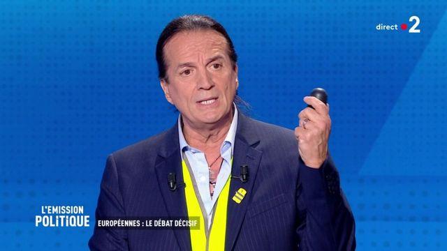 """Européennes : Francis Lalanne dénonce les jets de LBD lors des manifestations de """"gilets jaunes"""""""