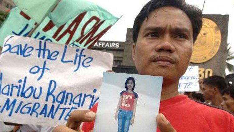 Des travailleurs migrants demandent la clémence pour une jeune employée philippines condamnée en 2006 pour le meurtre de son employeur violent. (AFP PHOTO / Joel NITO)
