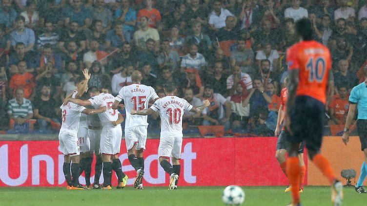Le FC Seville a fait un grand pas vers la Ligue des Champions en allant gagner sur le terrain d'Istanbul (1-2). (BERK OZKAN / ANADOLU AGENCY)