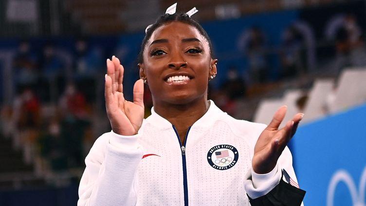 Simone Bilesvice-championne olympique du concours général de gymnastique par équipes aux Jeux olympiques de Tokyo,(Japon) le 27 juillet 2021. (LOIC VENANCE / AFP)