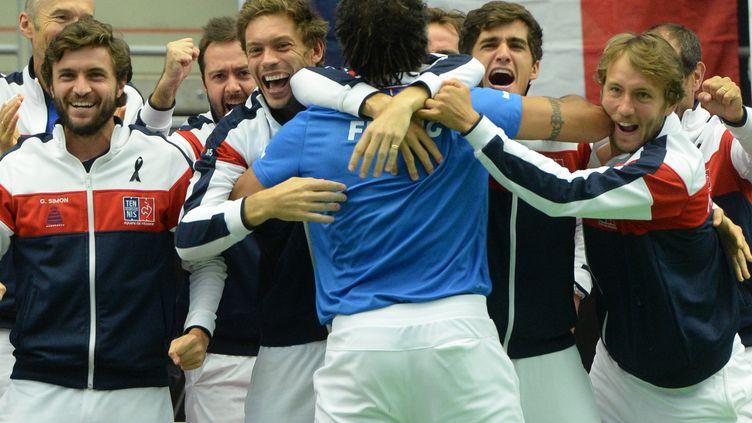 Yannick Noah et l'équipe de France de Coupe Davis