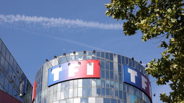 Cana+ a coupé la diffusion des chaînes de TF1 le 1er mars, faute d'accord commercial entre les deux groupes. (LUDOVIC MARIN / AFP)