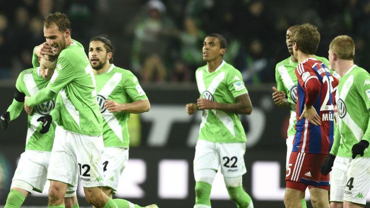 Bas Dost (à gauche) félicité par ses coéquipiers de Wolfsburg