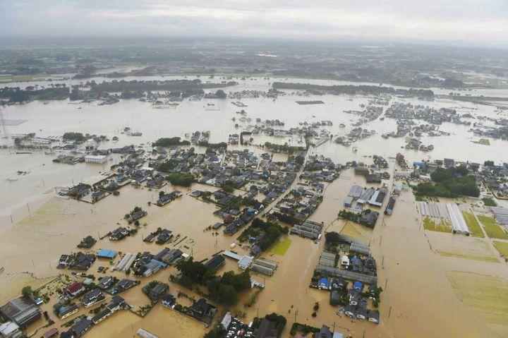 (Vue aérienne de l'étendue des inondations dues à la rivière Kinugawa. © REUTERS/Kyodo)