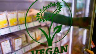 Des rayons vegans sont installés dans certaines grandes surfaces. (DANIEL KARMANN / MAX PPP)