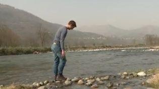 Dans le Pyrénées, des centaines de galets connectés, équipés de puces électroniques, permettent de mieux prévenir les crues. (FRANCE 3)