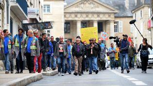 Des salariés de GM&S, le 4 septembre 2017 devant le tribunal de commerce de Poitiers (Vienne). (GUILLAUME SOUVANT / AFP)