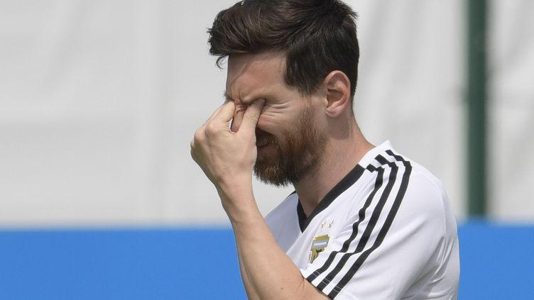L'attaquant Lionel Messi lors d'un entraînement à Bronnitsy (Russie), le 24 juin 2018. (JUAN MABROMATA / AFP)