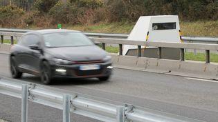 Un radar chantier sur la route nationale 165 dans le sens Nantes - Vannes le 5 février 2016. (FRANCOIS DESTOC / MAXPPP)