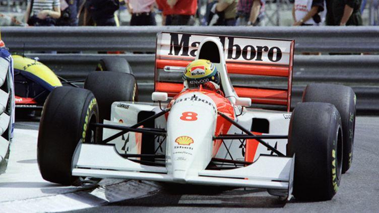 Ayrton Senna est comme dans son jardin dans les rues de Monaco. En 1993, il remporte son 5e GP consécutif en Principauté, le 6e au total. Il bat ainsi le record de Graham Hill. (- / AFP)