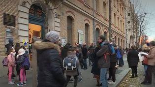 Grève du 5 décembre : les parents anticipent les fermetures d'écoles (FRANCE 3)