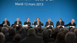 Des élus ruraux écoutent un discours de François Hollande, le 12 mars 2013 à Sombernon (Côte-d'Or). (MAXPPP)