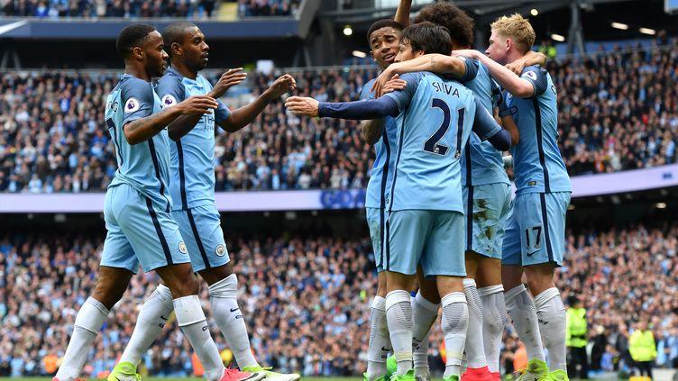 La joie des joueurs de Manchester City (ANTHONY DEVLIN / AFP)