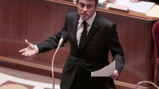 Le Premier ministre Manuel Valls s'exprime devant les députés, à l'Assemblée nationale, le 9 février 2016, à l'occasion des débats sur la réforme constitutionnelle. (JACQUES DEMARTHON / AFP)