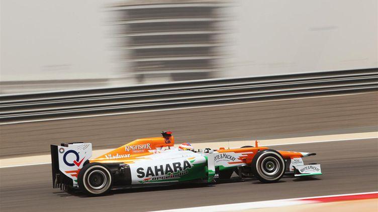 Paul di Resta (Force India) tourne sur le circuit de Sakhir