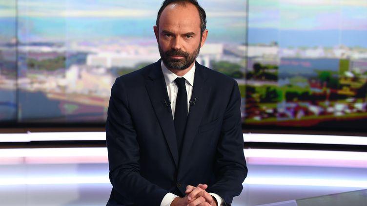 Le Premier ministre, Edouard Philippe, le 15 mai 2017 sur le plateau du JT de 20 heures de TF1, à Boulogne-Billancourt (Hauts-de-Seine). (CHRISTOPHE ARCHAMBAULT / AFP)