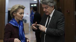 Ursula von der Leyen et Thierry Breton, le 5 février 2020, à Bruxelles. (OLIVIER HOSLET / EPA)