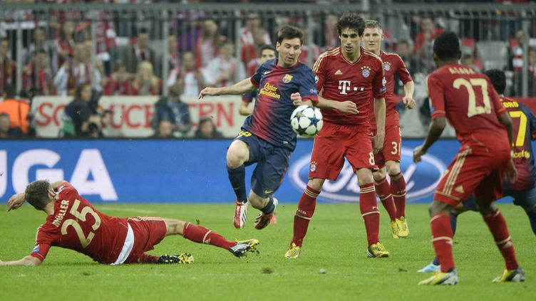 Messi au milieu de la défense bavaroise (PIERRE-PHILIPPE MARCOU / AFP)