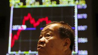 Un investisseur à Kuala Lumpur (Malaisie), le 25 août 2015. (OLIVIA HARRIS / REUTERS)