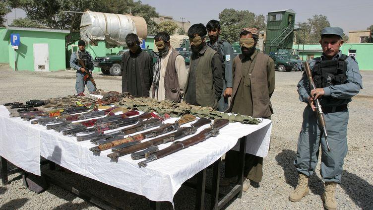 Des talibans présumés, arrêtés, sont présentés à la presse, dans la province de Ghazni (Afghanistan), le 3 septembre 2012. (MUSTAFA ANDALIB / REUTERS )