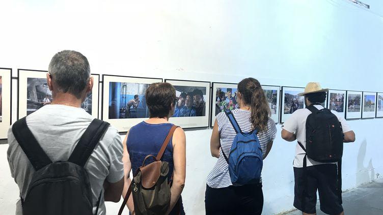 """""""Ghorban, né un jour qui n'existe pas"""", le reportage photo d'Olivier Jobard, est exposé au couvent des Minimes, à Perpignan, dans le cadre du festival Visa pour l'image. (JULIEN PASQUALINI / RADIO FRANCE)"""