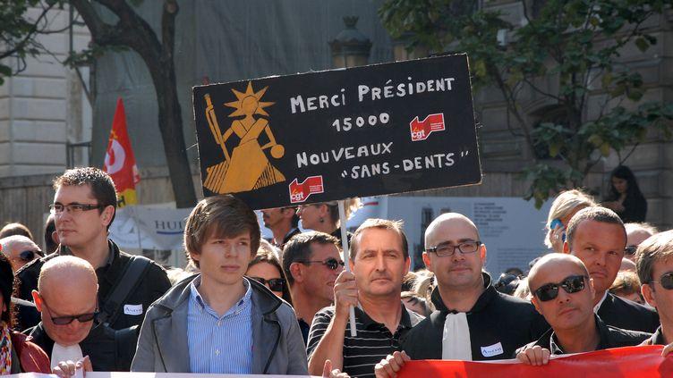 Les huissiers défilent, à Paris, lundi 15 septembre 2014. (CITIZENSIDE/PATRICE PIERROT / CITIZENSIDE / AFP)