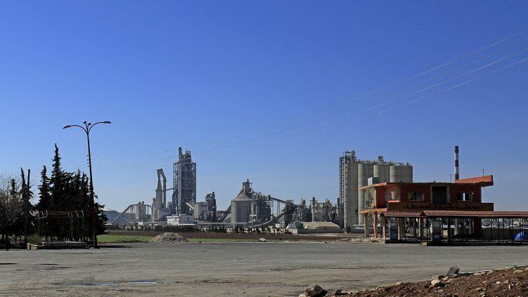 Le site syrien de l'entreprise Lafarge, en février 2018. (DELIL SOULEIMAN / AFP)