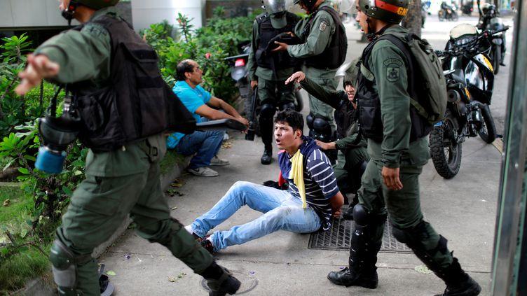 Une manifestation contre le président Nicolas Maduro à Caracas (Venezuela), le 27 juillet 2017. (MARCO BELLO / REUTERS)