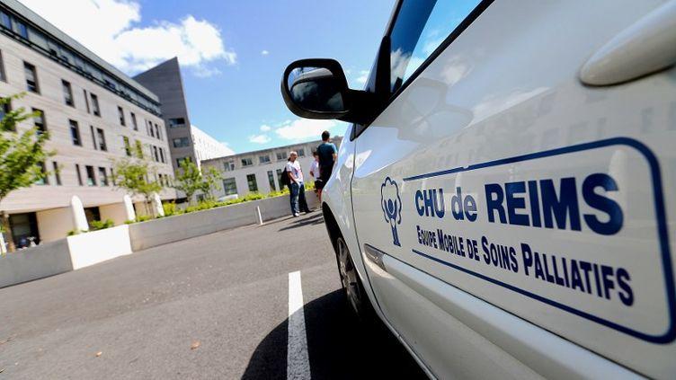 Le collège de médecinsdoit déterminer si l'état de santé de Vincent Lambert, hospitalisé au CHU de Reims, a évolué depuis la dernière expertise réalisée en 2014. (FRANCOIS NASCIMBENI / AFP)