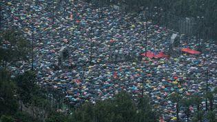 Une marée humaine de manifestant le 18 août 2018, à Victoria Park, à Hong Kong. (PHILIP FONG / AFP)