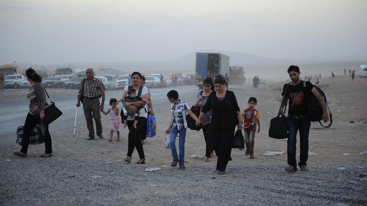 Des chrétiens irakiens fuient leurs villes, prises par les jihadistes près de Mossoul, dans le nord du pays, le 6 août 2014. (MUSTAFA KERIM  / ANADOLU AGENCY / AFP)