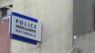 Val-de-Marne : des policiers soupçonnés d'insultes racistes et homophobes lors d'une interpellation (FRANCE 3)