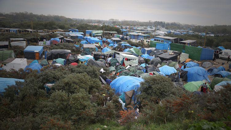 """(La """"jungle"""" accueille environ 6.000 personnes à Calais. © Maxppp)"""