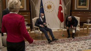 Ursula von der Leyen et Charles Michel reçus à Ankara (Turquie) par le président Recep Tayyip Erdogan le 6 avril 2021 (- / AFP)