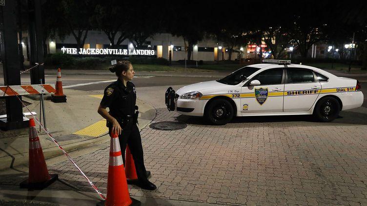 Deux personnes ont été tuées et onze blessées lorsqu'un homme, qui s'est ensuite suicidé, a ouvert le feu lors d'un tournoi de jeu vidéo à Jacksonville (Etats-Unis), dimanche 26 août. (JOE RAEDLE / GETTY IMAGES NORTH AMERICA / AFP)