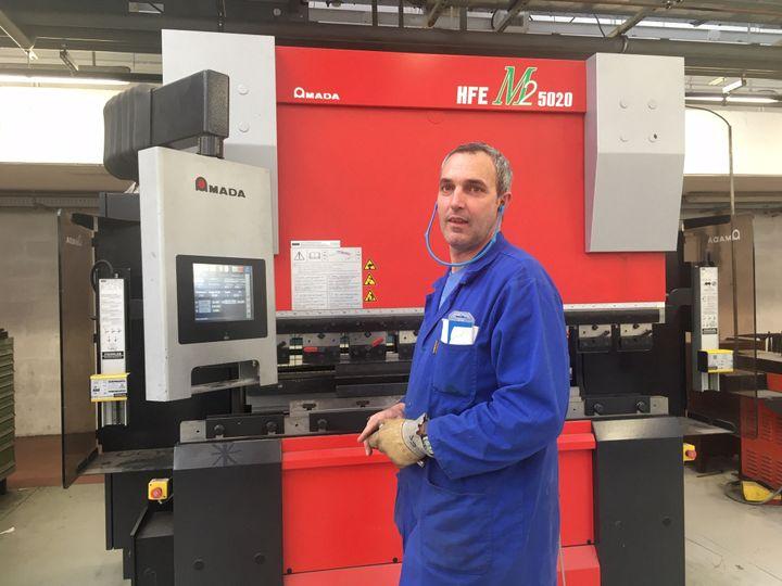 Simon Frostin, professeur en structure métallique au lycée Eiffel de Varennes (Seine-et-Marne). (AUDE LAMBERT / RADIO FRANCE)